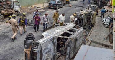 बैंगलुरू हिंसा: हमला कांग्रेस विधायक की हत्या को,दंगे की क्षतिपूर्ति को योगी फार्मूला